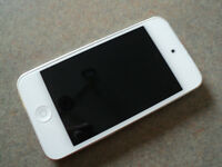 IPOD TOUCH 4 8GB WHITE GOOD CONDITION