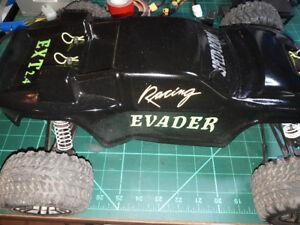 Evader EXT2.4 1/10th stadium truck