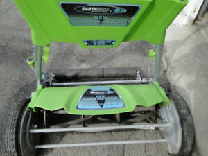 Earthwise Manual Lawn Mower