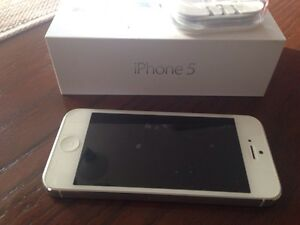 IPHONE 5 16g FOR SALE (PERFECT CONDITION)