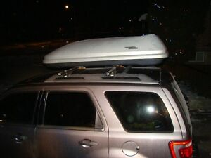Thule 450 Roof Rack and roof Top Storage Box