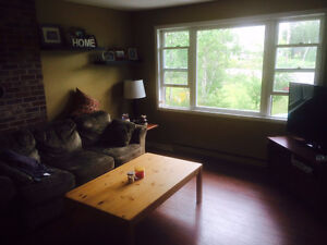 Enfield 3 bedroom flat with dining and laundry rooms ,dishwasher