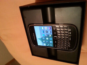 Unlocked! Like New! BlackBerry Bold Touch 9900 & OEM BB charger