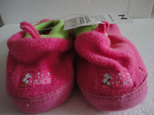 Brand new with tags kid's fleece slippers shoes size 3-4 Pink London Ontario image 6