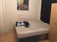 Twin Room by DLR Station Elverson Road 2 minutes walk