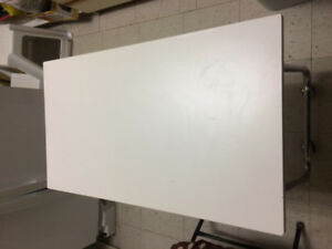 White Manicure Table w Metal Legs and Castor Wheels