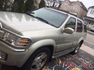 2001 Infinity QX4 - LOW KMs AWD Leather heated seats in rear too