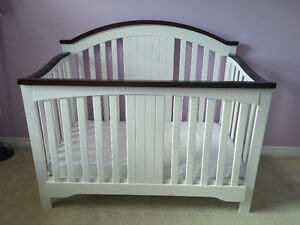 Convertible Crib / Daybed