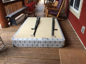 Sommier double à donner / Double size box spring to give