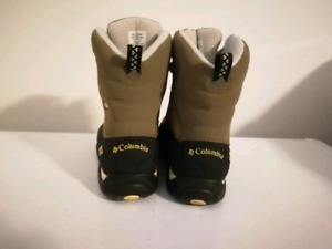 Woman Culombia snow boots