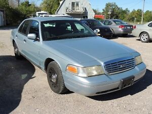 2003 Ford Crown Victoria LX Sedan      $3000.00 negotiable