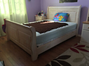 4 Piece Queen Bed Set plus 2 piece desk