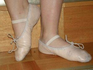 Young Laidies Ballerina Shoes - Size 4