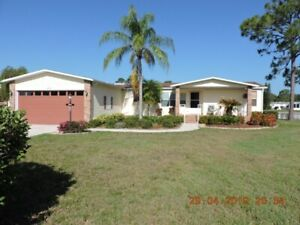 3 bedroom water front house N. Fort Myers on golf course