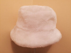 Combo Fancy White Faux Fur Hat & Gloves - Super soft and warm!! West Island Greater Montréal image 3