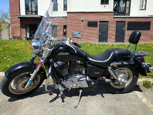 Honda Shadow 1,100cc 3,500km +add-ons +cover +charger