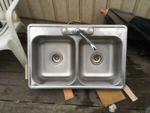 Kitchen sink & taps