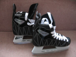 CCM INTRUDER HOCKEY SKATES SIZE 3 NEW