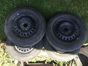 4 pneus hiver 195/65/15 avec 4 rims en acier 5x114,3