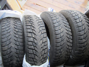185/65/15 set of 4 winter tires and rims of 2015 Nissan Versa