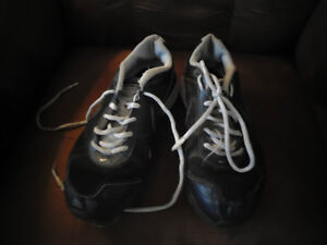 Boys Size 7.5 Sneakers