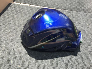 Suzuki GSX-R600 750 K6 K7 Fuel Tank Damaged
