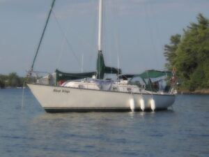 Cruising Sailboat - Hunter 37'