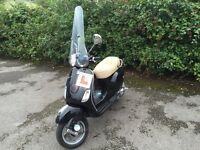 Piaggio Vespa LX125 - great colour combo, windscreen, MOT June 2017