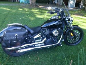 Moto Yamaha V Star Custom 2009 moteur/roues noires