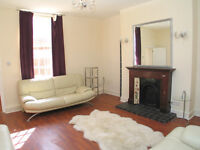 Choice of 4 rooms available in smart refurbished apartment near Ealing - ALL BILLS INCLUDED!!