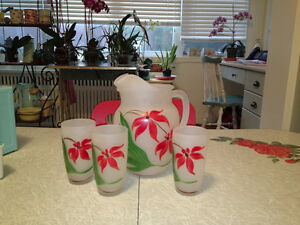 Retro Vintage Glass Pitcher w/Matching Glasses Flowers Mint Cond