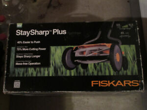 Fiskars Reel push lawnmower