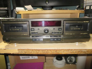TECHNICS FULLY DIGITAL DOUBLE - AUTO REVERSE STEREO TAPE DECK