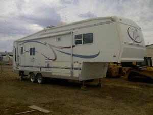 29.5 ft 5th wheel Forest River Cardinal Trailer