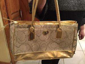 """""""Coach"""" Gold/ Black Handbag Oakville / Halton Region Toronto (GTA) image 1"""