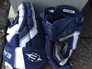 YOUTH HOCKEY GLOVES SIZE 10 AND 11