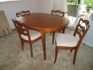 Vintage Dining Room Table/4 Chairs/Buffet & Hutch