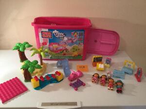 Lego Méga Blocks, environ 150 morceaux avec Dora, 15.00$.