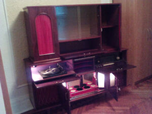 Vintage stereo buffet and hutch