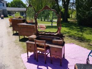 Set de meuble antique en cèdre rouge de l'Ontario