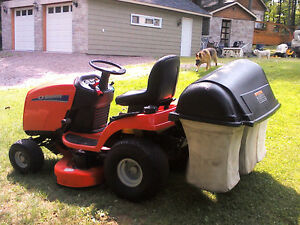 Simplicity Lawn Tractor with Triple Bagger Gatineau Ottawa / Gatineau Area image 4