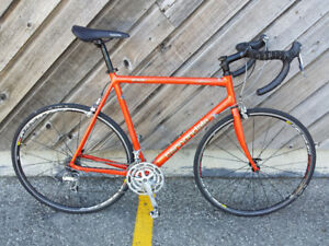 ROAD BIKE CANNONDALE,USA HAND MADE,MAVIC RIM, AN EXCELLENT BIKE