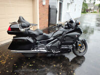 2014 HONDA GOLDWING WITH NAVIGATION & ABS - LOW KM