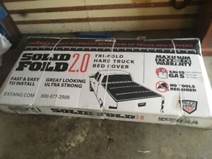 Tri-fold hard truck bed cover