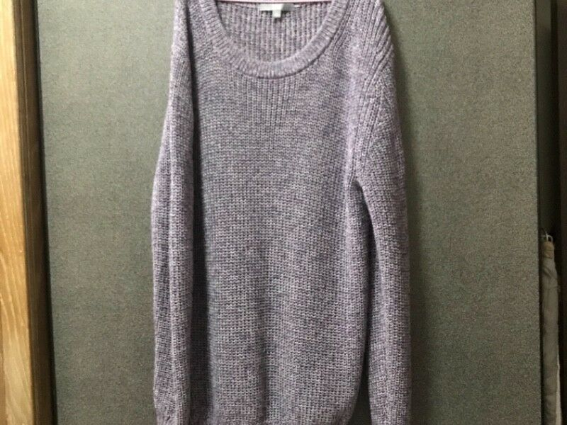 Knitted sweater in purple from Uniqolo