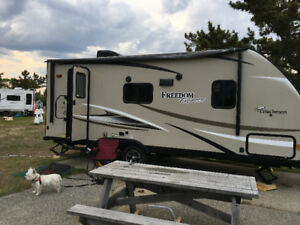Coachmen Forest River Freedom Express 204RD 2017- 24 pieds