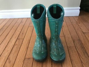 Bogs winter boots. Girls size 1.