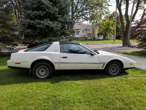 1983 Pontiac Trans Am Low KM Original Owner Safetied