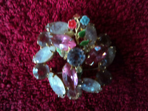 Beautiful Broach with Rhinestones, Molded Gass & Enamel