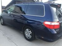 2007 Honda Odyssey Touring Minivan, Van-loaded for winter